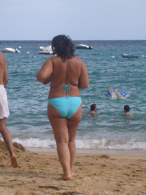 Grosse personne en bikini