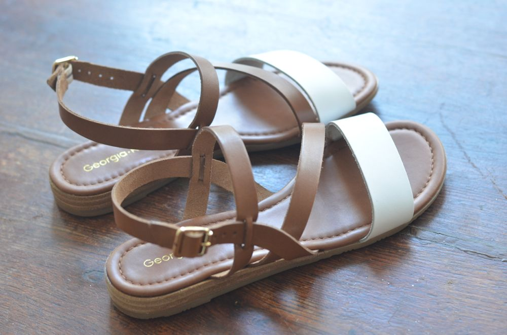 ac2acc8e80ab29 Tant mieux, ces sandales dont je ressens le besoin impérieux de vous parler  ne sont pas soldées. (c'est ma spécialité en vérité, je suis toujours  portée ...